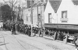 Food queue at Dartford 1917