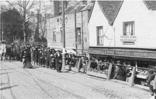 Food queue at Dartford 1917
